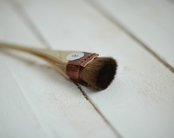 No. 8 - 24 mm. Professional Japanese brush for making silk flowers and batik.