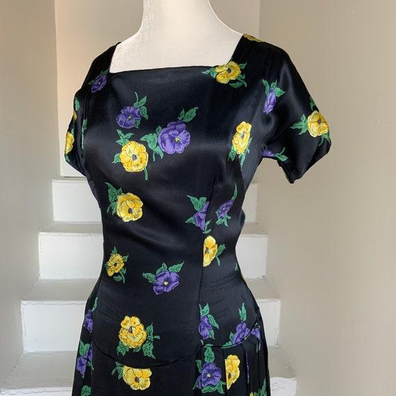 1940s Black Satin Pansy Print Dress Form Fitting C