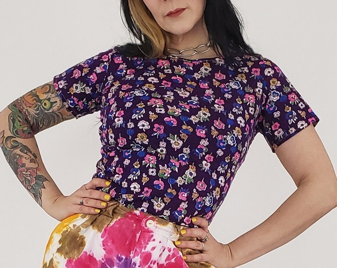1970s Vintage Purple Floral T-shirt XS - 70s Short Sleeve Top with Allover Flower Print - Extra Small Vintage Tee - Retro Women's Clothing
