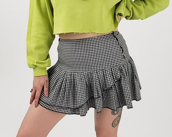 90's Vintage Plaid Miniskirt Small - 1990s Low Waist Trendy Schoolgirl Fashion Miniskirt - Classic Grunge Style Black White Check Mini Skirt