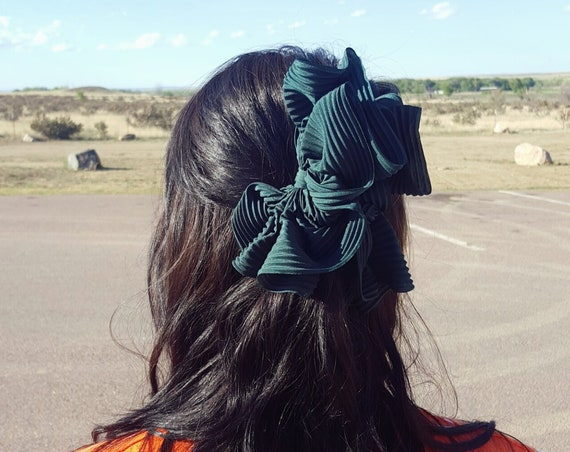 90's Giant Forest Green Ribbon Hairclip - Vintage Ruffle Dark Green Hairbow - 1990s Big Bow Statement Big Accessory - Hair Claw Clip