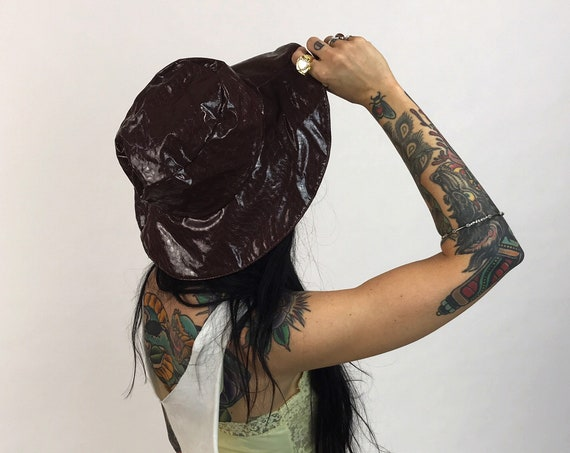 80s/90s Brown Vinyl Rain Hat - Reptile Texture Shiny Chocolate Brown Fall Bucket Brim Hat - One Size VTG Hat Accessory Statement Headwear