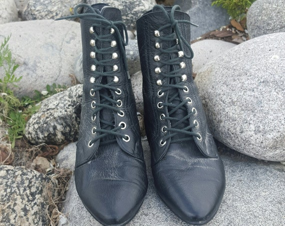 Vintage Black Faux Leather Lace Up Witchy Boots Size US 5 - 90s Black Pointy Toe Flat Heeled Vegan Leather Boots - Zipper Detail Ankle Boot