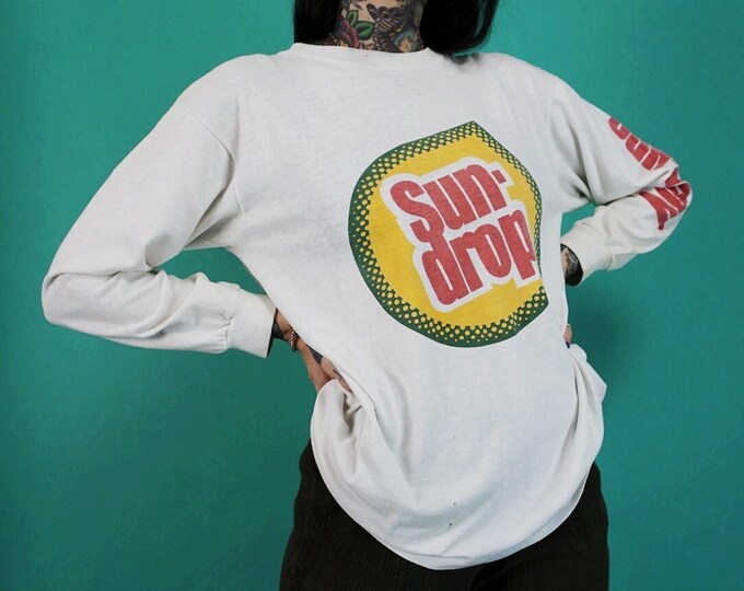 90's Sun-drop Soda Logo Long Sleeve Tee Adult Medium -  Vintage Graphic Soft Drink Nineties Sundrop Crew Neck Tee White w/ Logo Sleeves