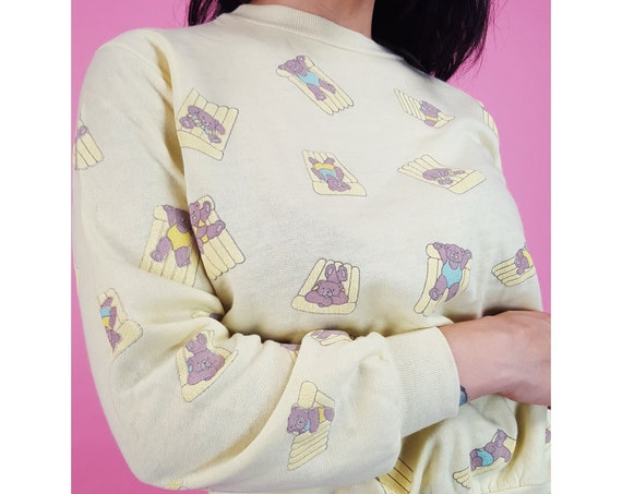 80's Vintage Pastel Yellow Beach Bears Sweatshirt - Small Cute Teddy Bears Long Sleeve Crew Neck Sweatshirt - 1980s Kawaii Pullover Jumper