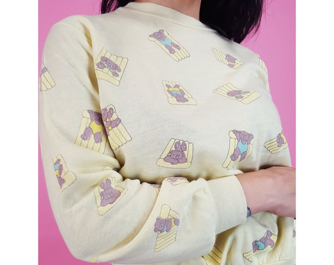 80's Vintage Pastel Yellow Beach Bears Sweatshirt - Small Cute Teddy Bears Long Sleeve Crew Neck Sweatshirt - 1980s Kawaii Pullover Jumper