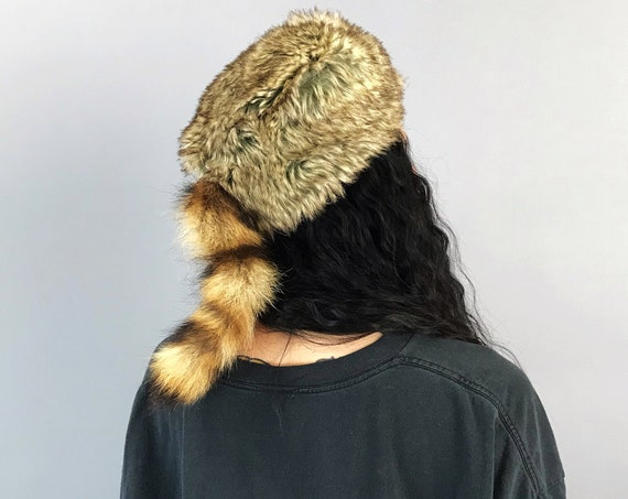 Vintage Raccoon Cap - Winter Fuzzy Furry Raccoon Tail / Acrylic Faux Fur Unisex Hat - Daniel Boon Woodsy Campy Outdoor Coon Tail Furry Hat