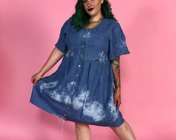90's Button Front Denim Babydoll Dress XL/2X - Frayed Tie Dye Bleached Frayed Hem Casual Demin Vintage Cotton Spring Shirt Dress Plus Size