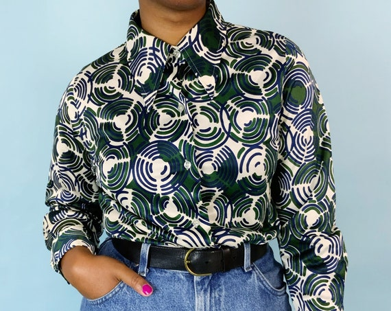 70's Trippy Retro Allover Print Polyester Collared Blouse Medium - Vintage Pointed Collar Long Sleeve Seventies VTG Fall Blouse Green Blue