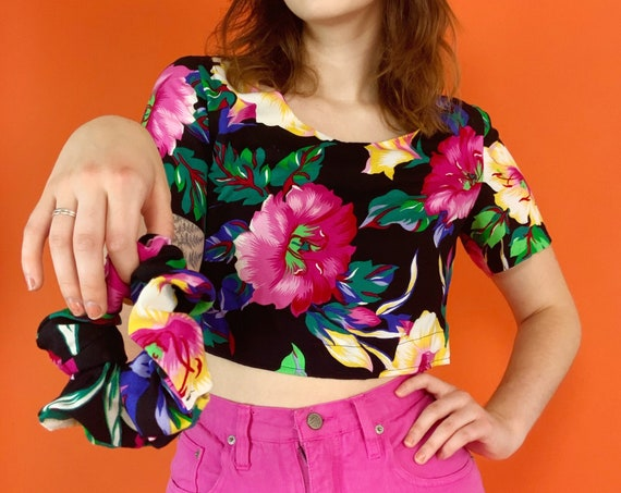 80's Reworked Cropped Floral Blouse w/ Matching HANDMADE Hair Scrunchie S/M - Upcycled Vintage Casual Set Unique Crop Top Pullover 1 of 1