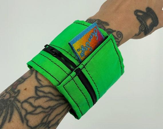 80's Neon Arm Zipper Pouch - Vintage Unisex Fluorescent Green Summer Beach Pool Money Holder - Wrist Cuff Waterproof Wallet Zipper Pouch
