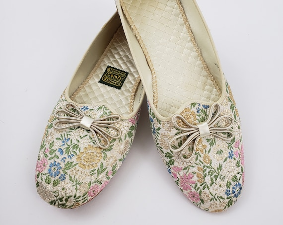 50s 60s Vintage Sparkly House Slippers size 7 - 1950s Retro Shimmer Floral Brocade Slip-on Shoes - Daniel Green Comfy Slippers