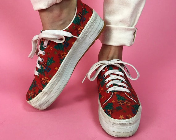 Y2K Christmas Print Platform Sneakers US 7 Womens - Red Holiday Themed Tennis Shoes Flat Casual Womens Lace Up Everyday Canvas Sneakers