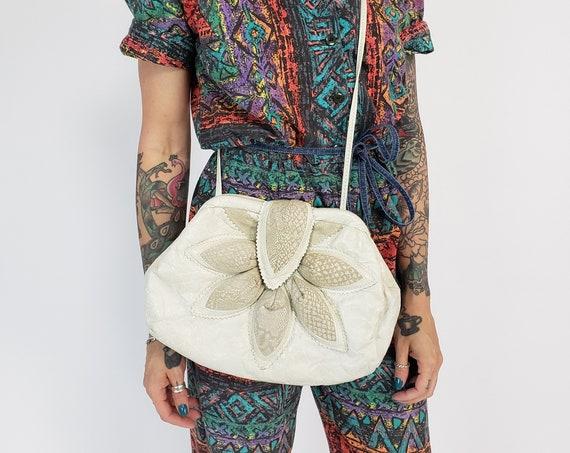 1980s Vintage Quilted Padded Leather Purse - White Long Strap Clamshell Shape Retro Bag - Snakeskin Flower Motif Unique 80s Handbag