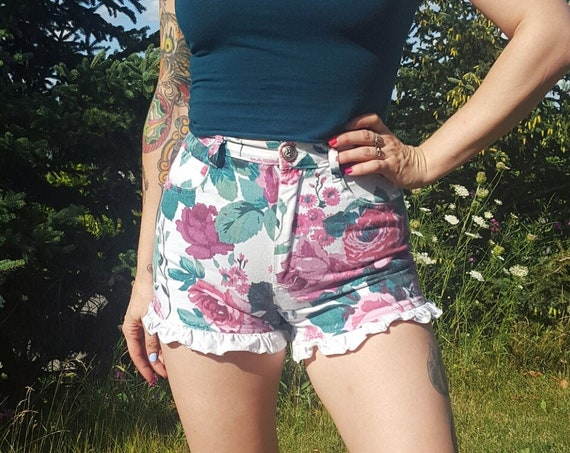 90s Vintage Floral Ruffle Shorts - Small White Lace Trim Retro Denim Shorts - 1990s Pink Green Flower Pattern Highwaisted Shorts