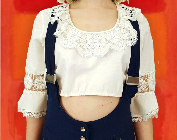 1970s Vintage White Bell Sleeve Lace Shirt - 70s Small Boho Cropped Blouse - Sweet Romantic Girly Vintage Festival Style Crop Top XS