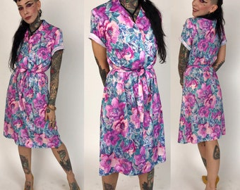 80's Allover print Floral Spring Day Dress Size 4/6 - Feminine Girly Short Sleeve Printed Button Front Casual Midi Dress w/ Wrap Belt