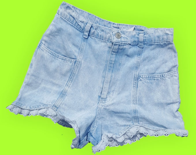 """90's Denim Highwaisted Jean Shorts with Lace Trim - Size 2 Extra Small XS - High Waist Light Wash Summer Staple Jean Shorts 25"""" Waist"""