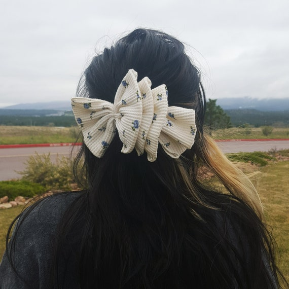 90's Giant Floral Hairbow - Cream White 1990s Vintage Hair Clip - Big Bow Barrette Statement Hairclip Bow - Feminine GIrly Flower Accessory