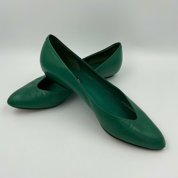 80's Pointy Green Leather Flats Womens US Size 8 - Basic Plain Kelly Green Flat Heel Vintage Dressy Shoes - Nickels Shoes Made In Italy
