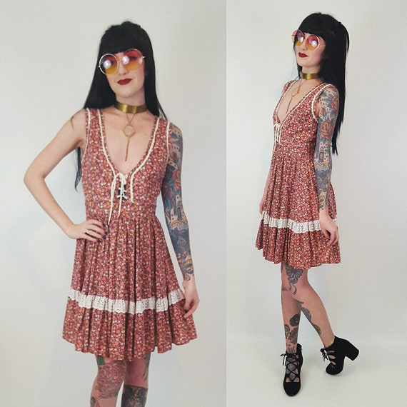 Vintage 70s Floral Sun Dress Small - Pink Cream Flower Print Ruffle Boho Dress - Vtg 1970s Sleeveless Lace-Up Dirndl Mini Dress