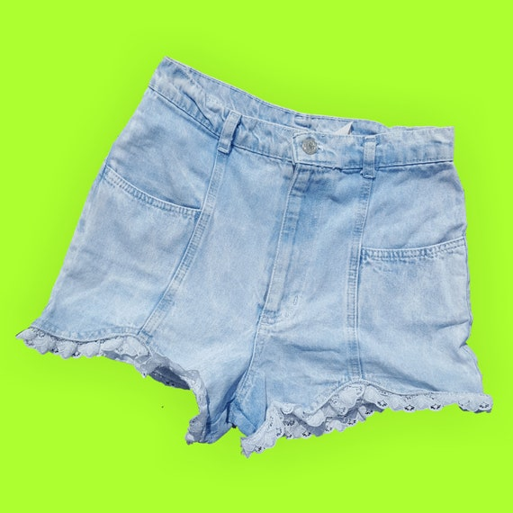 "90's Denim Highwaisted Jean Shorts with Lace Trim - Size 2 Extra Small XS - High Waist Light Wash Summer Staple Jean Shorts 25"" Waist"