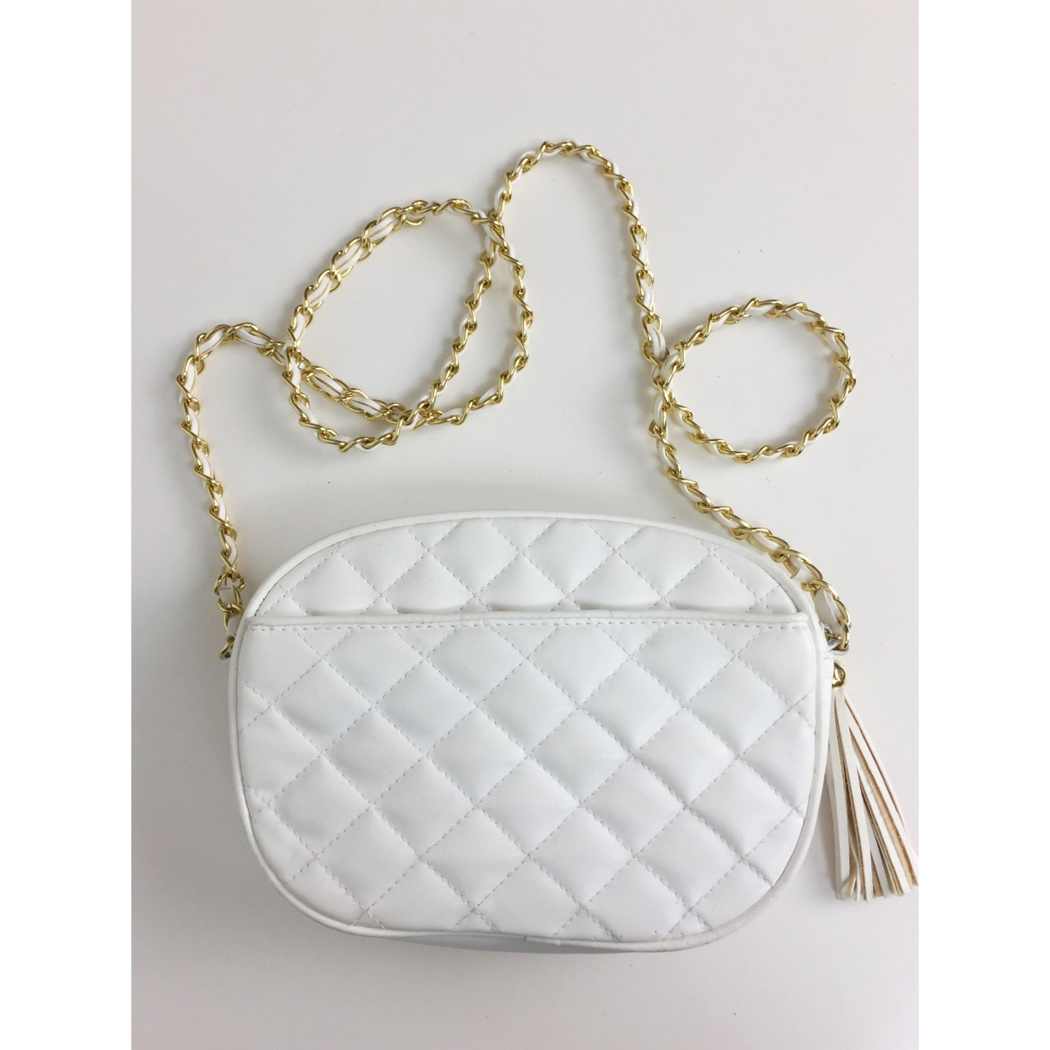 ee7e5c67432 80 s White Purse With Gold Chain Strap -Vintage Quilted Vinyl Purse  Shoulder Bag Chain Strap Small 1980s Ivory White Via Piacci Purse