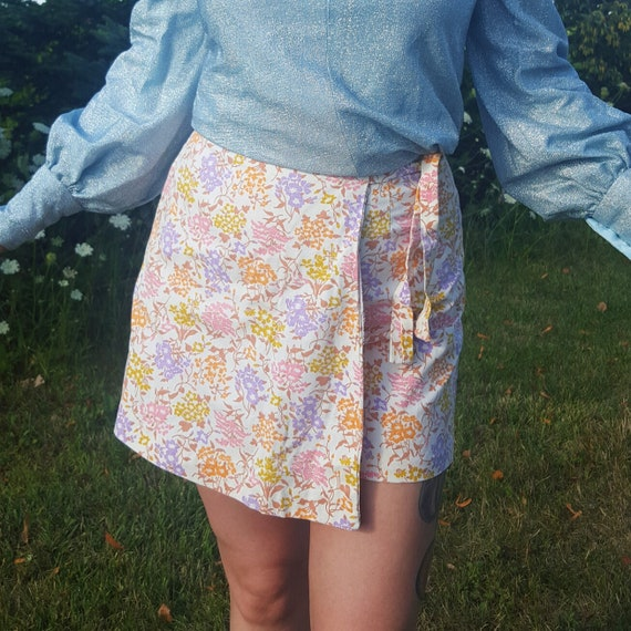 70s Vintage Floral Skort - Small Mini Skirt Shorts - White Vtg Flower Print Miniskirt with Shorts Underneath - Girly Cute Romantic Style