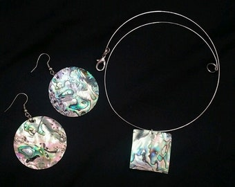 Abalone Pendant Memory Wire Necklace With Earrings