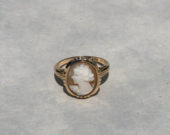 Vintage Victorian Style 14k Yellow Gold Helmet Shell Cameo Ring