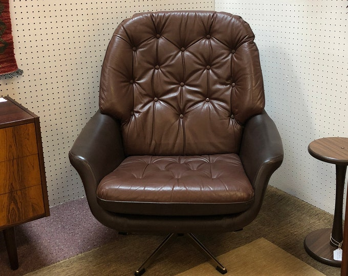 Danish Mid Century Modern Buttoned Leather Swivel Arm Chair