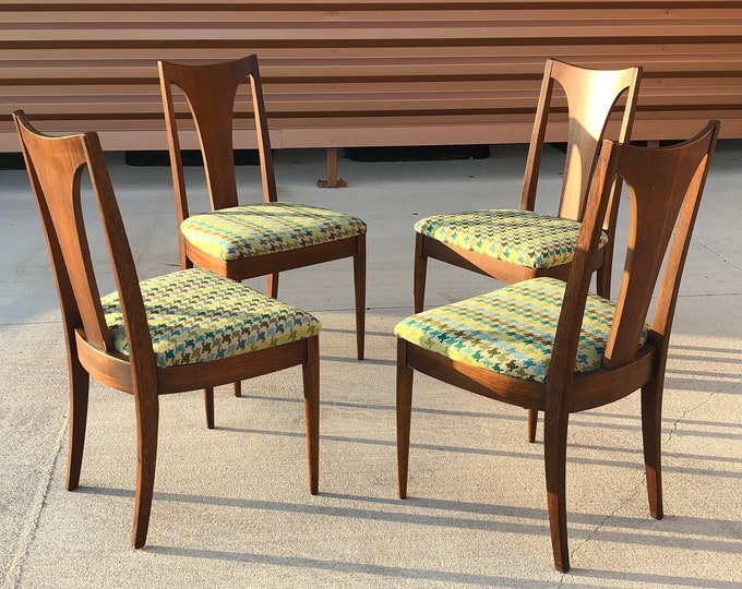 Set of Four Mid Century Modern Broyhill Brasilia Walnut Single Splat Dining Chairs, New Teal & Green Houndstooth Upholstery