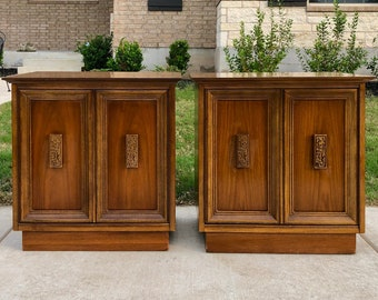 Pair Mid Century Modern Bassett 'Mayan' Collection Walnut Nightstands / End Table Cabinets, Circa 1960s