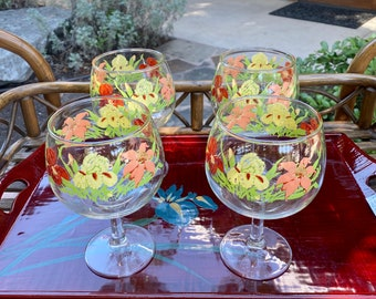 Set of Four Georges Briard Stemmed Wine Glasses, Tropical Floral Painted Decoration