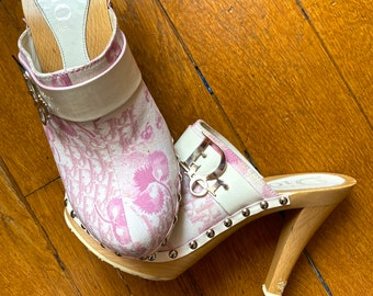 Dior oblique clogs Dior pink girly mules Dior trotter clogs Galliano for Dior oblique monogram slides Dior by Galliano cherry blossom mules