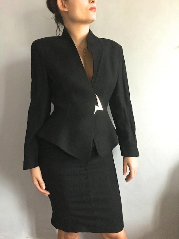 Thierry Mugler power suit black linen suit shoulde