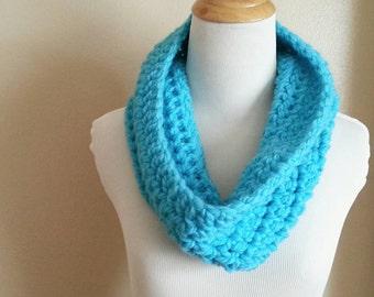 Chunky blue scarf, chunky infinity scarf, Circle scarf, blue scarf, Crochet cowl, Crochet infinity scarf, blue chunky scarf, scarf, handmade