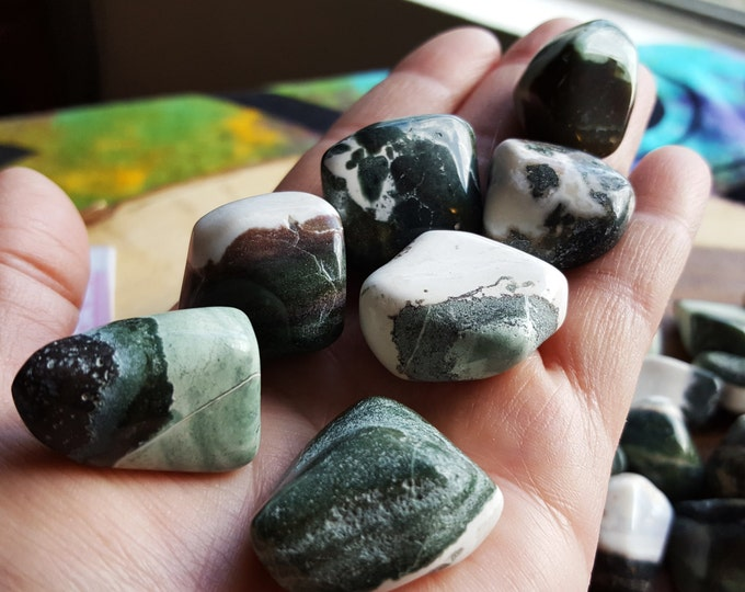 Green Sardonyx ~ 1 large Reiki infused tumbled crystal approx 1 inch