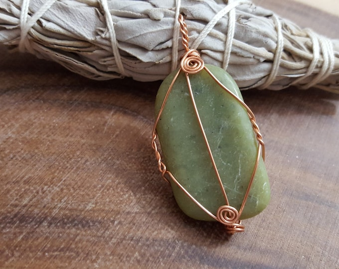 Nephrite Jade wire wrapped pendant, Reiki infused (WW07)