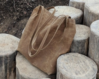 Large market tote bag in saddle brown waxed canvas