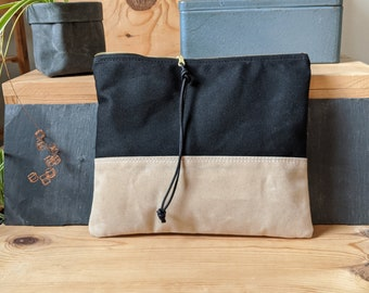 Zipper clutch bag in waxed canvas, black and white