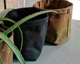 Large planter basket in waxed canvas, black or saddle brown