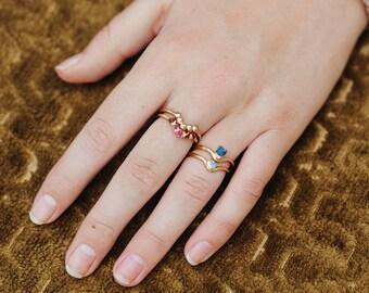 Juli Birthstone Ring | RAW Rubinring | echte rote Rubin Ring | Juli Birthstone Schmuck | natürliche Rubin Ring | Bogen Ring | Wellenring | V-ring