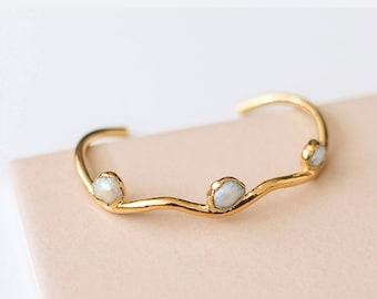 pearl cuff bracelet, wavy thin bangle, unique wedding bracelet, june birthday gift for mom, freshwater pearl gold jewelry, june birthstone
