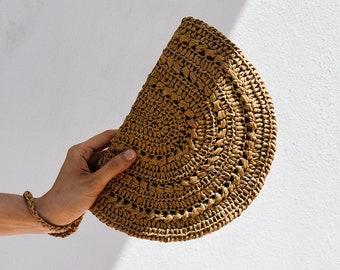 READY TO SHIP / Crochet Raffia Clutch, Half Moon Clutch, Straw Wristlet Purse, Raffia Handbag, Crochet Summer Bag — Raffia Moon Clutch