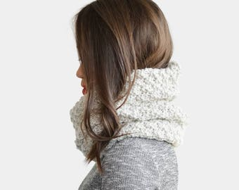 Chunky Hand Knit Cowl, Oatmeal Infinity Scarf, Wool Cowl Scarf, Knit Tube Scarf, Knitted Snood, Custom Color Scarf, Handknit Chunky Cowl