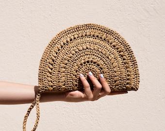 Crochet Raffia Clutch, Half Moon Clutch, Straw Wristlet Purse, Minimal Boho Clutch, Raffia Handbag, Crochet Summer Bag — Raffia Moon Clutch
