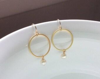 White Freshwater Pearl Gold Hoop Earrings | Bridal Pearl Earrings | Minimalist Earrings | Simple Elegant Style | Mother's Day Gift