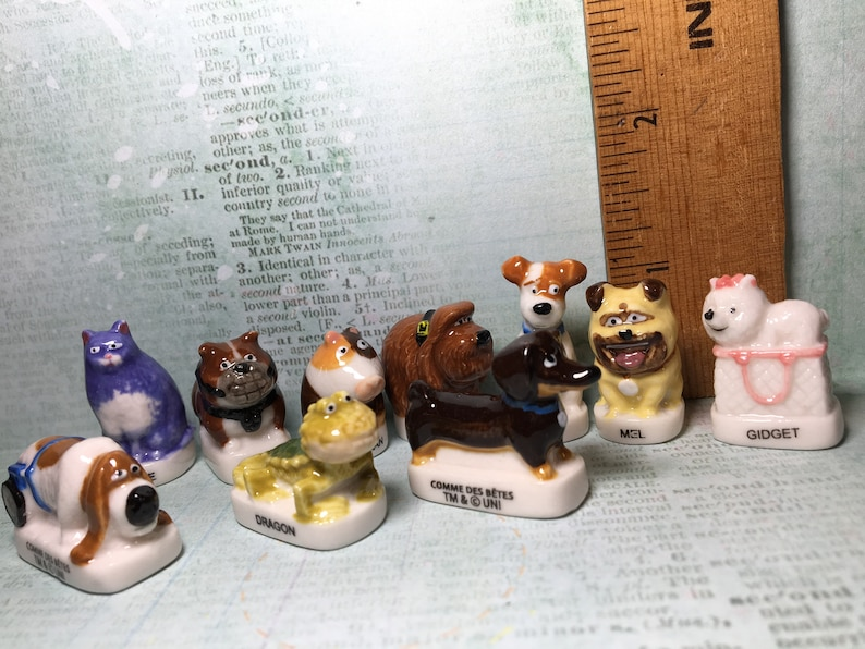 5b949834b8c6 Tiny SECRET LIFE of PETS Max Duke Dogs Cats Pet Animation Cartoon Movie-  French Feve Feves Figurine Dollhouse Miniatures NN70