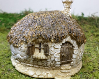 Thatched Hobbit Fairy Garden House Miniature Gardening Outdoor Fairy Garden  Accessory Terrarium House Indoor Fairy Garden Indoor Gardening